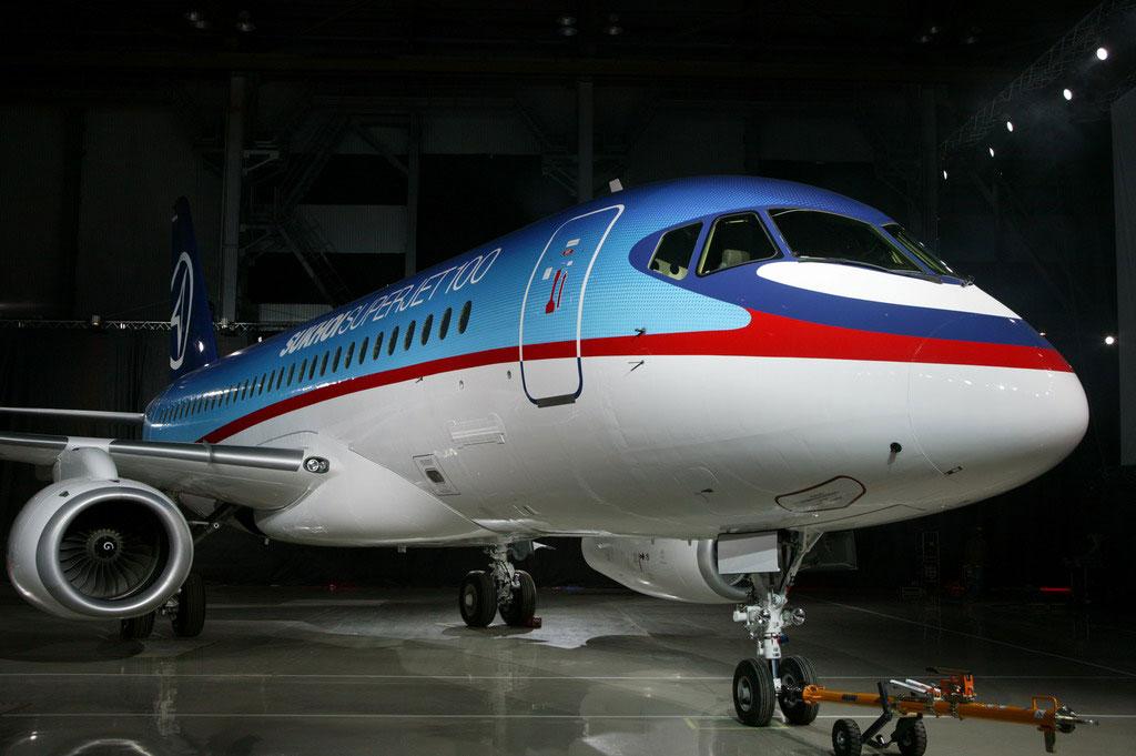 """До 2020 года будет выпущен 491 самолет """"Сухой Суперджет 100"""""""