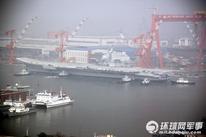 Авианосец Ши Лан (Варяг) в порту Далянь после трехдневного цикла ходовых испытаний.
