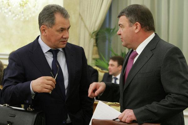 Сергей Шойгу и Анатолий Сердюков. Фото РИА Новости