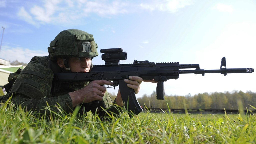 Военнослужащий с автоматом Калашникова АК-12. Источник: Военное обозрение.