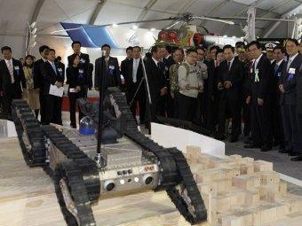 Южнокорейский патрульный робот. Фото ©AFP.