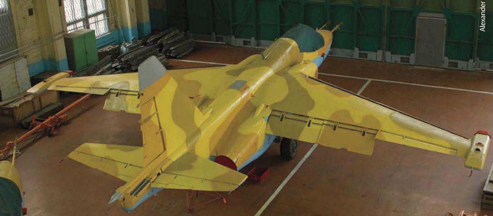 """Один из двух штурмовиков Су-25 из наличия ВВС Украины, предназначенных для поставки в Мали и проходивших ремонт на Запорожском государственном авиационном ремонтном заводе """"МиГремонт"""" в 2012 году (с) Александр Младенов / Combat Aircraft Monthly"""