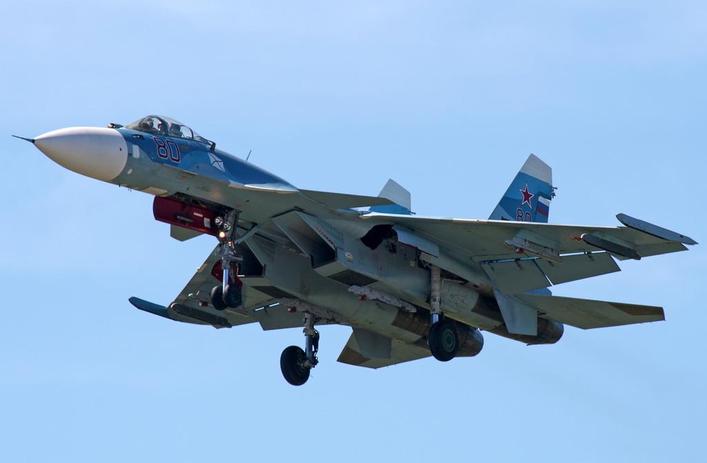 """Корабельный истребитель Су-33 (Су-27К) ВМФ России. Фото сделано в Украине в 2007 году на территории авиационного гарнизона """"Саки-4"""" (Новофедоровка). Источник: avia-mir.com."""