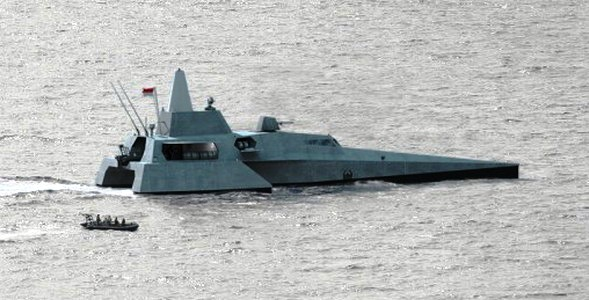 Компьютерное изображение ракетного катера-тримарана Х3К в конфигурации для ВМС Индонезии (с) РТ Lundin Industry Invest. Источник: bmpd.livejournal.com.