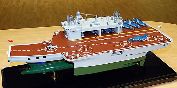 Модель тримарана-авианосца разработки Северного ПКБ.