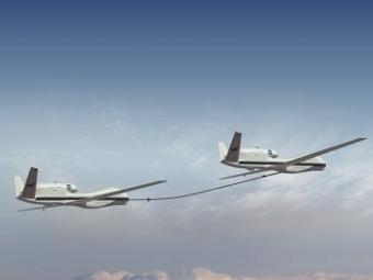 Дозаправка Global Hawk таким же аппаратом. Изображение с сайта Northrop Grumman