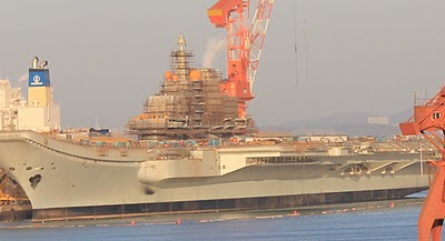 """Бывший ТАКР """"Варяг"""" на судоверфи в Китае. Декабрь 2010 года."""