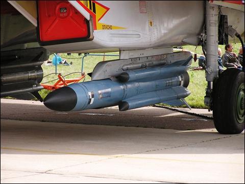 Х-31 (по классификации НАТО — AS-17 Krypton) — советская/российская тактическая управляемая ракета класса «воздух-поверхность» средней дальности для таких самолетов-истребителей, как МиГ-29 и Су-27. .