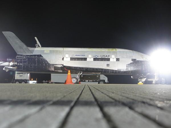 X-37B после приземления.