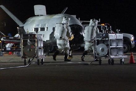 X-37B после приземления 3 декабря 2010 года.
