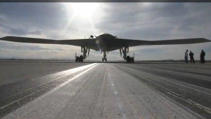 Фото первого полета прототипа палубного ударного БЛА Х-47В