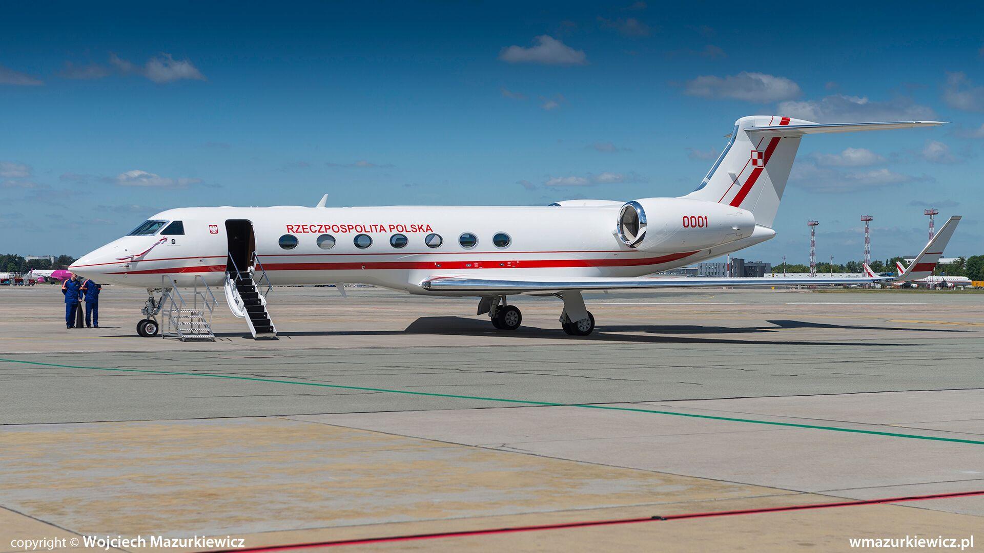 """Первый полученный ВВС Польши административный самолет Gulfstream G550 (бортовой номер """"0001"""", название """"Ksi"""