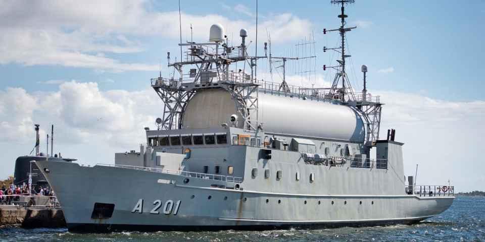 Входящий сейчас в состав ВМС Швеции разведывательный корабль A 201 Orion, для замены которого группа Saab AB построит новый разведывательный корабль. Карлскрона, 2016 год.