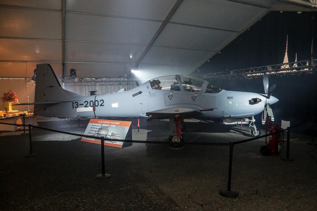 Штурмовик A-29 Super Tucano, выпущенный по программе LAS (Light Air Support). Целью данной программы проводимой ВВС США является формирование ударных эскадрилий будущих ВВС Афганистана. Фото сделано на предприятии Sierra Nevada и Embraer в Джэксонвилле, шт.Флорида, 25 сентября.