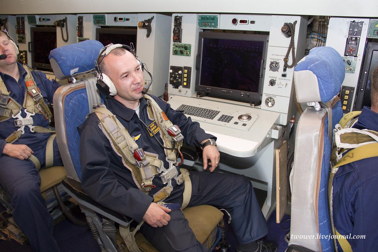 Операторы самолета дальнего радиолокационного обнаружения А-50У