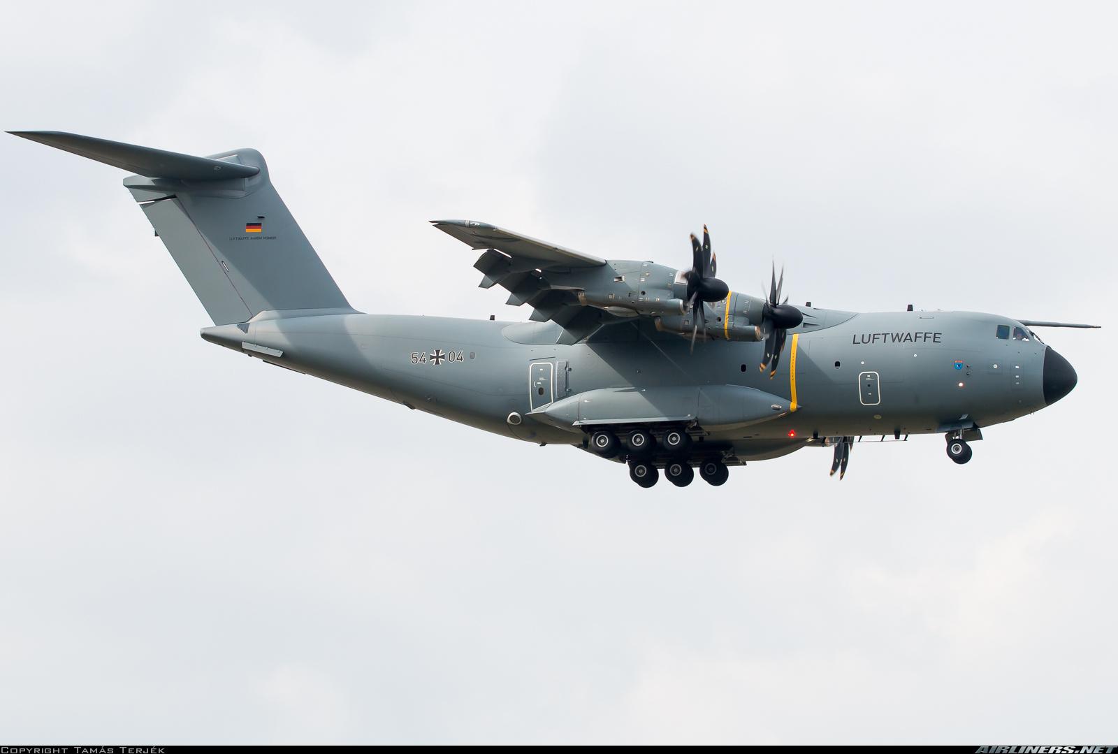 Военно-транспортный самолет Airbus А400 Atlas ВВС ФРГ (бортовой номер 54+04, серийный номер 035), 16.09.2016.