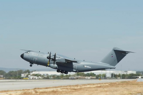 Военно-транспортный самолет А400М, предназначенный для королевских ВВС Великобритании.