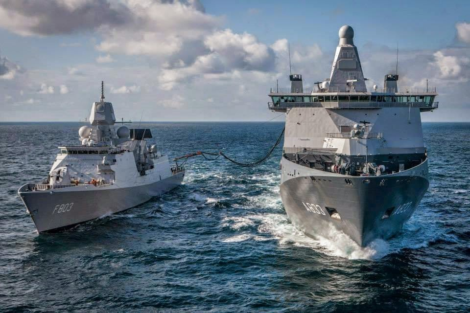 Голландский многоцелевой корабль А 833 Karel Doorman на этапе испытаний, совместно с фрегатом F803 Tromp. 26.06.2014.