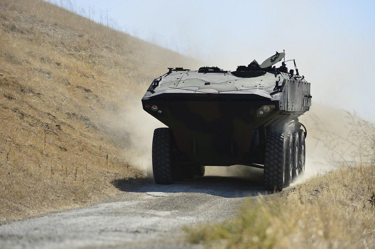 Прототип боевой машины Amphibious Combat Vehicle компании BAE Systems проходит полевые испытания морских пехотинцев. (BAE Systems).