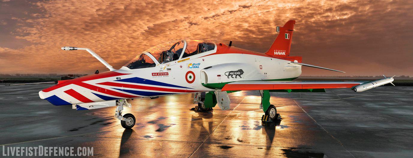 Прототип-демонстратор учебно-боевого самолета Advanced Hawk совместной разработки BAE Systems и индийского государственного авиастроительного объединения Hindustan Aeronautics Limited (HAL).