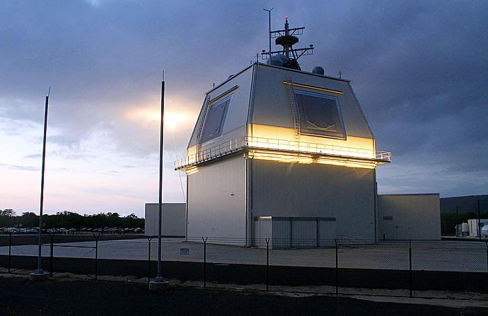 Рубка с РЛС информационно-разведывательного обеспечения наземной базы ПРО представляет собой подобие надстройки крейсера УРО типа Ticonderoga с системой AEGIS.