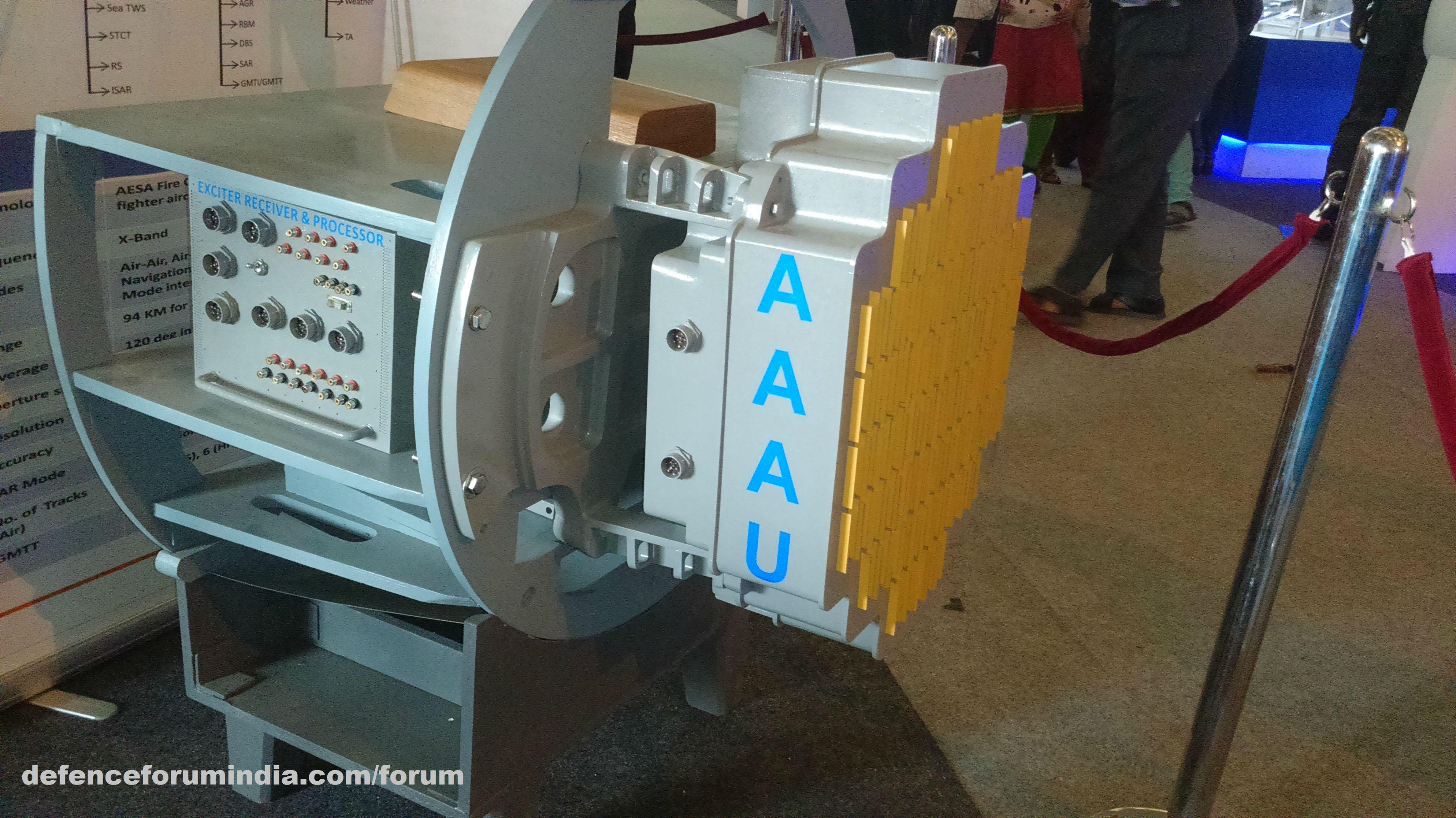Опытный образец бортовой РЛС с активной ФАР Uttam, предназначенной для оснащения легких боевых самолетов LCA Tejas.