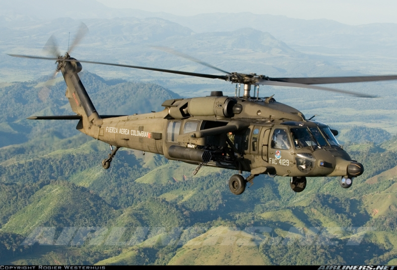 Вертолет Sikorsky AH-60L ВВС Колумбии.