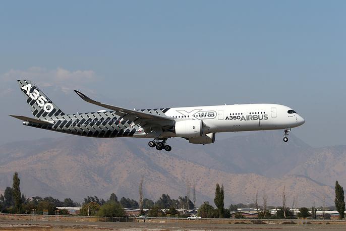 Дальнемагистральный пассажирский самолет Airbus A350 XWB.