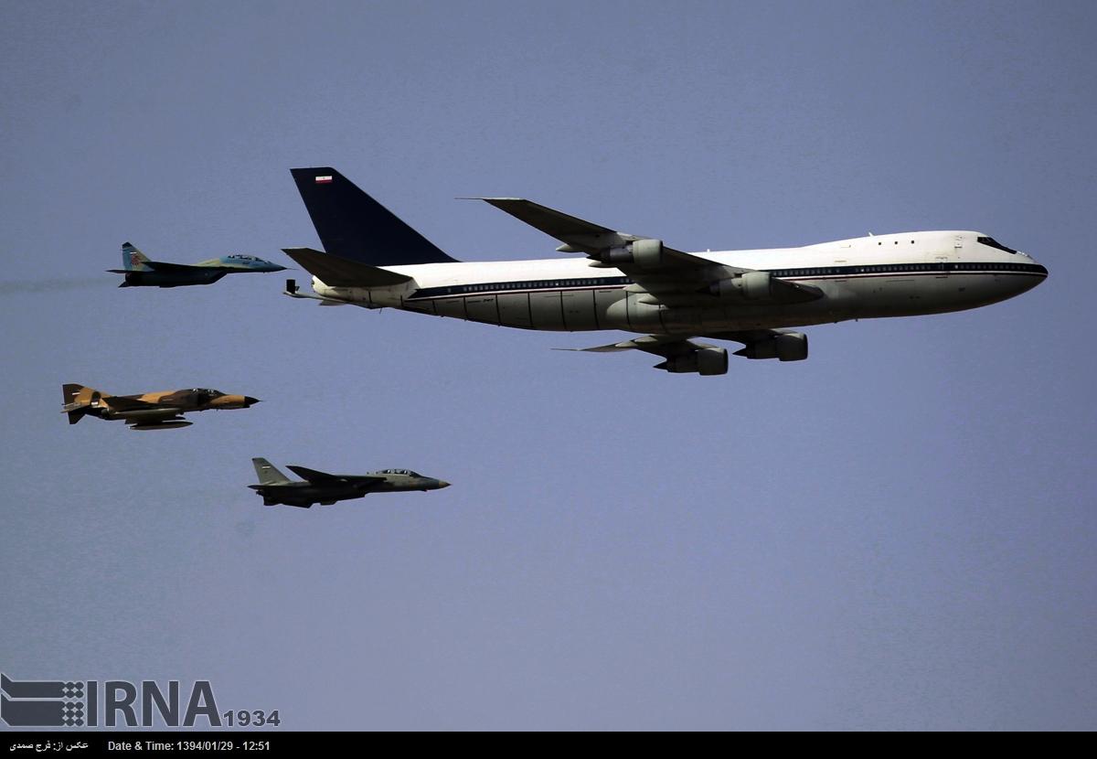 Самолет-заправщик на базе Boeing 747 ВВС Ирана, рядом с ним истребители МиГ-29, F-4E и F-14A.