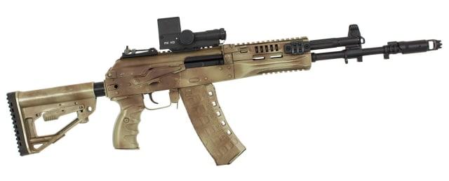 Автомат АК-12<br>Калибр — 5,45 мм (АК-12) и 7,62 мм (АК-15), длина — 862–922/688 мм, вес — 3,5 кг, магазин — 30 патронов.