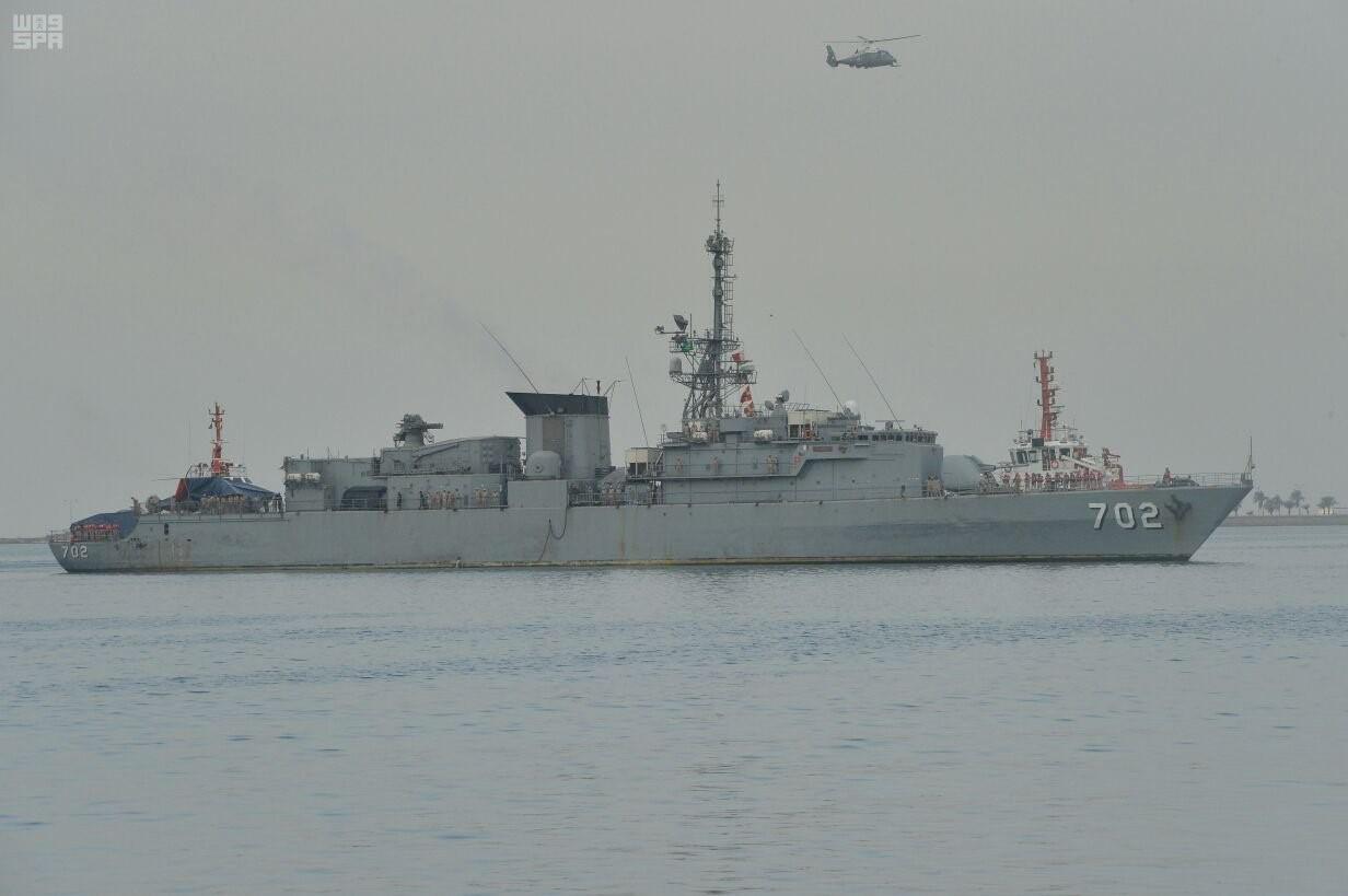 Возвращение поврежденного в результате атаки взрывающегося катера йеменских хуситов 29.01.2017 фрегата ВМС Саудовской Аравии Al Madinah французского проекта F2000 в саудовскую военно-морскую базу Джидда, 05.02.2017