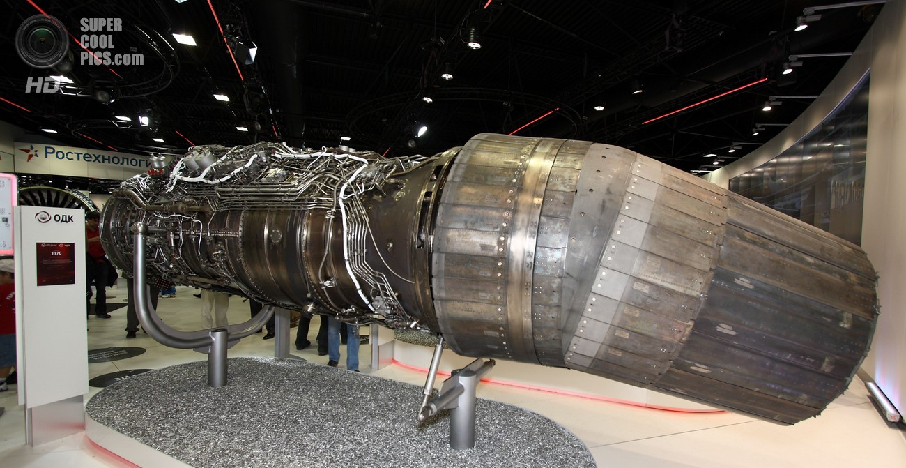 Авиационный высокотемпературный турбореактивный двухконтурный двигатель АЛ-41Ф1 («Изделие 117») с форсажной камерой и всеракурсно управляемым вектором тяги «первого этапа» для истребителя пятого поколения ПАК ФА на Международном авиакосмическом салоне МАКС-2011. (Doomych).