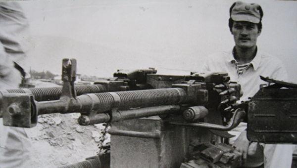 Александр Баранов на выставке захваченного у моджахедов склада оружия. Архивное фото