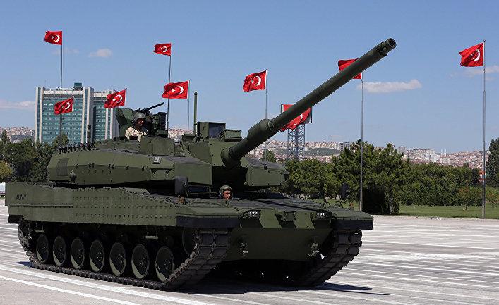 Алтай - первый танк Турции во время военного парада в День Победы в Анкаре.