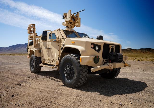 Американская легкая бронированная машина Oshkosh JLTV с боевым модулем Kongsberg Protector M153 CROWS с 12,7-мм пулеметом М2
