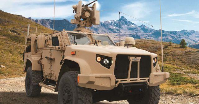 Американская легкая бронированная машина Oshkosh Joint Light Tactical Vehicle (JLTV) с колесной формулой 4х4 в модификации M1278A1 Heavy Guns Carrier с оснащением дистанционно управляемым боевым модулем M153 CROWS II с 12,7-мм пулеметом М2