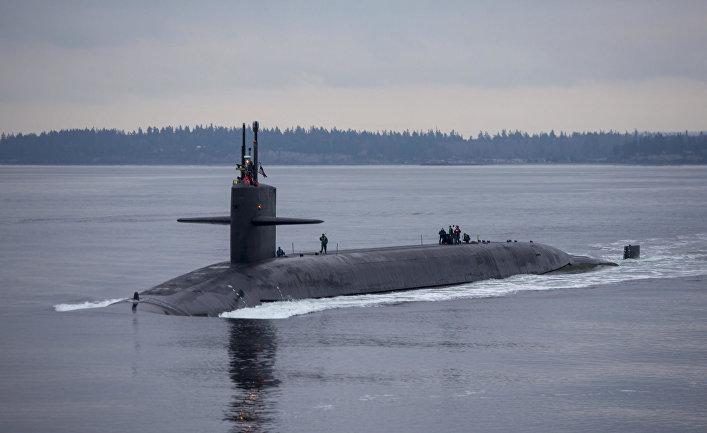 """Американская подводная лодка """"Пенсильвания"""" возвращается на базу ВМС Китсап."""