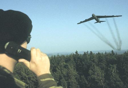 Американская стратегическая авиация способна оперативно работать по вызову.