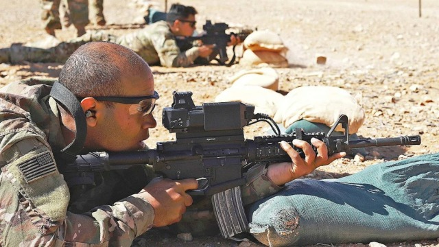 Американские солдаты в Сирии, с винтовками, оснащёнными прицелами SMASH 2000