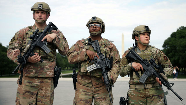 Американские военные и сотрудники Национальной гвардии во время протестов в Вашингтоне, США