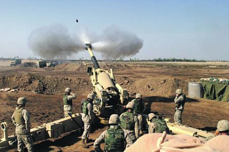 Американские артиллеристы ведут огонь по противнику на ближневосточном ТВД. Фото с сайта www.army.mil