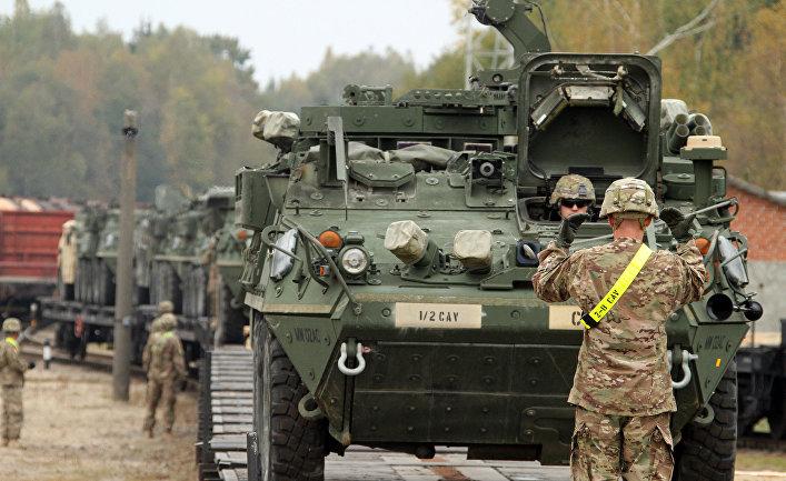 """Американские броневики """"Страйкер"""" в Литве."""