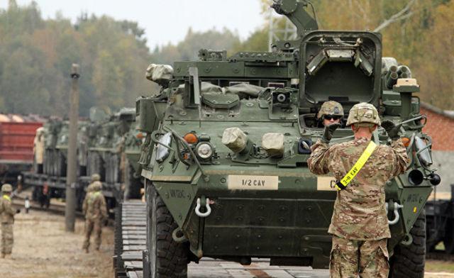 """Американские броневики """"Страйкер"""" в Литве"""