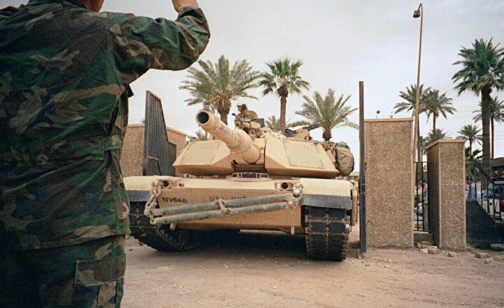 Американские танки у национального музея в Багдаде.