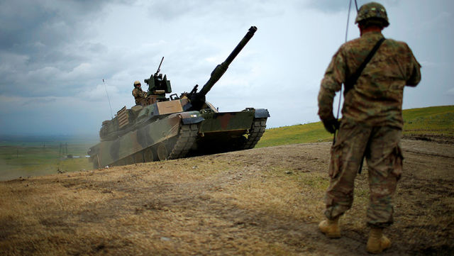"""Американский танк """"Абрамс"""" M1A2 во время совместных учений в Грузии, 18 мая 2016 года David Mdzinarishvili/Reuters"""