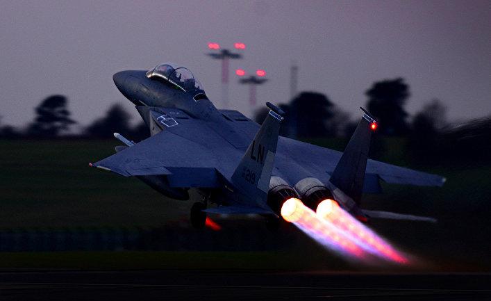Американский истребитель F-15.