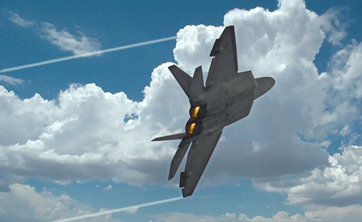 Американский истребитель F-22 Raptor.