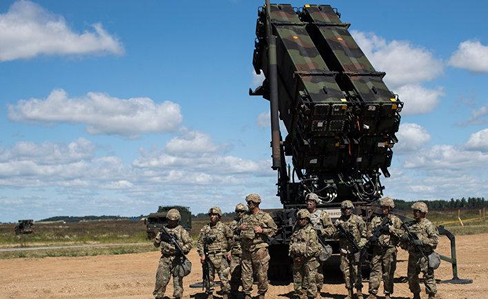 Американский ракетный комплекс Patriot во время учений НАТО в Литве.