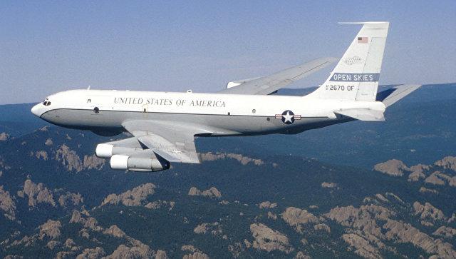 Американский самолет наблюдения Боинг ОС-135Б. Архивное фото.