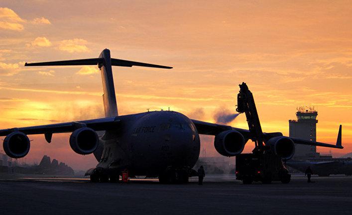 """Американский транспортный самолет C-17 """"Глоубмастер"""" III."""